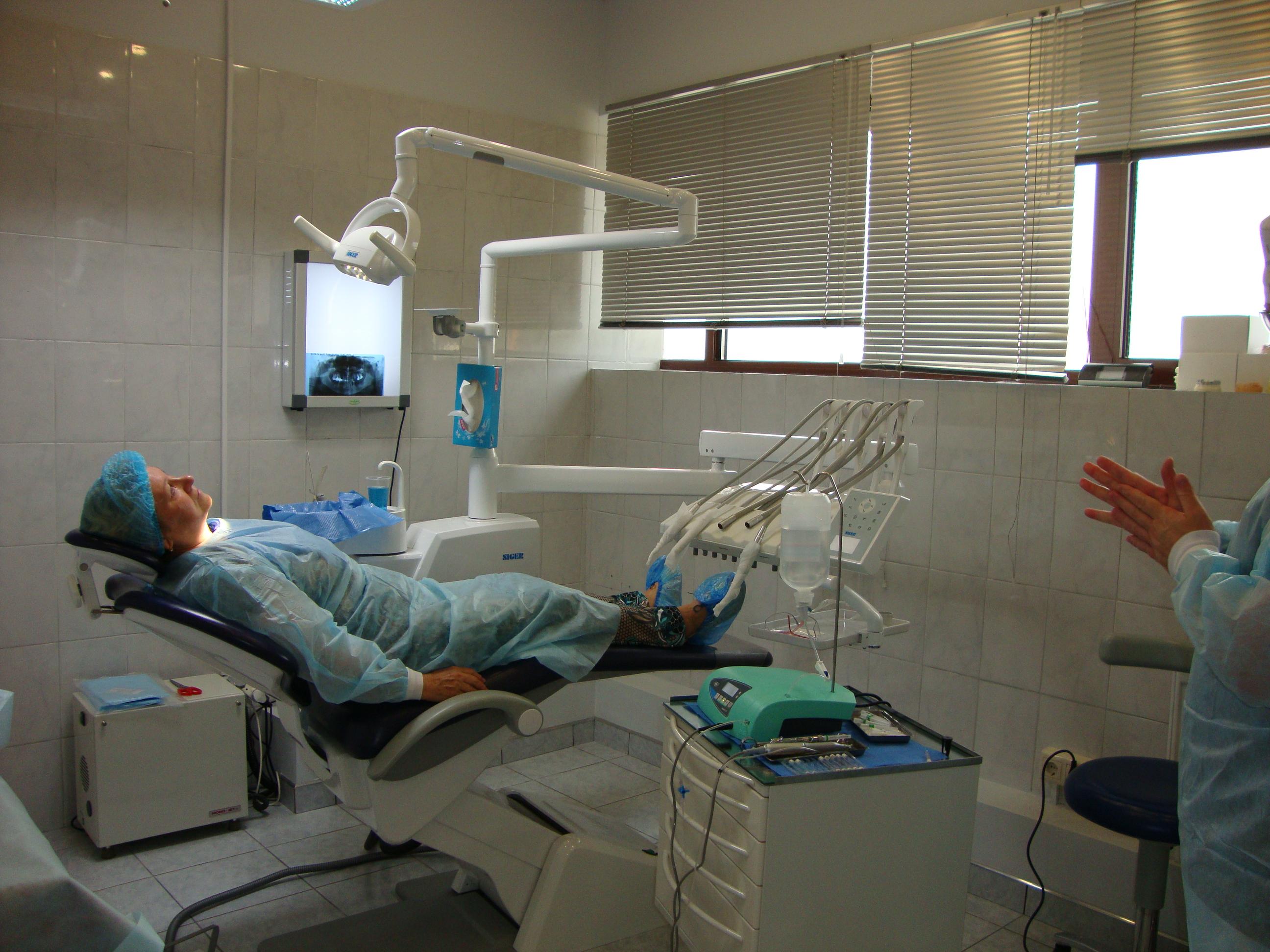 цены на удаления зуба в Москве